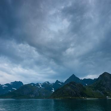Cloudy sky over Flakstadøya